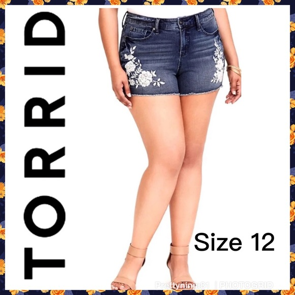 NWT Torrid Jean Shorts Floral Embroidered Cut Off Denim Frayed Hem High Rise 16